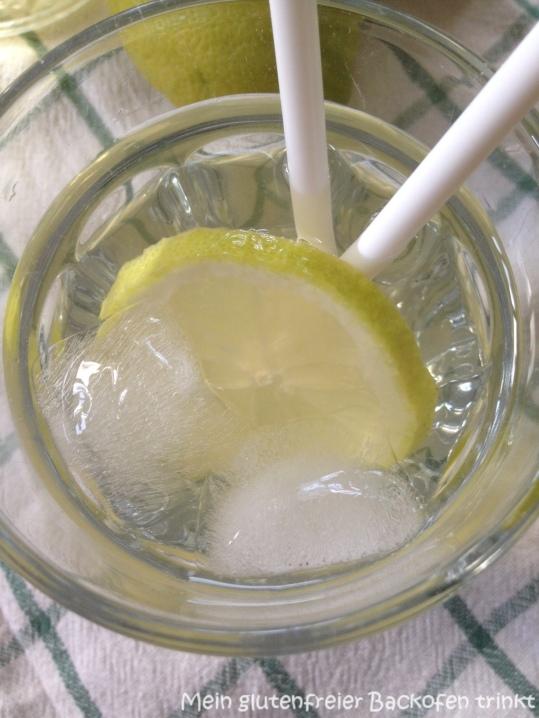 Grüner Tee mit Zitrone.