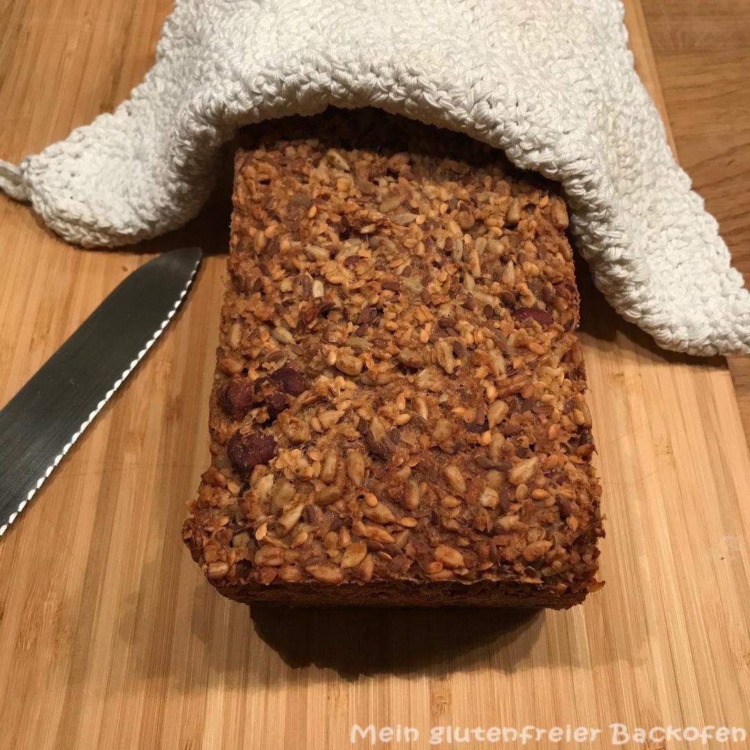 Körner-Nüsse-Flocken-Brot1