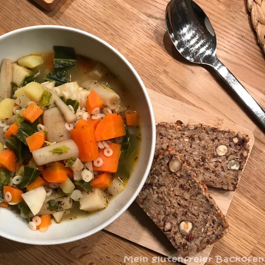 Gemüsesuppe mit Körnerbrot - glutenfrei